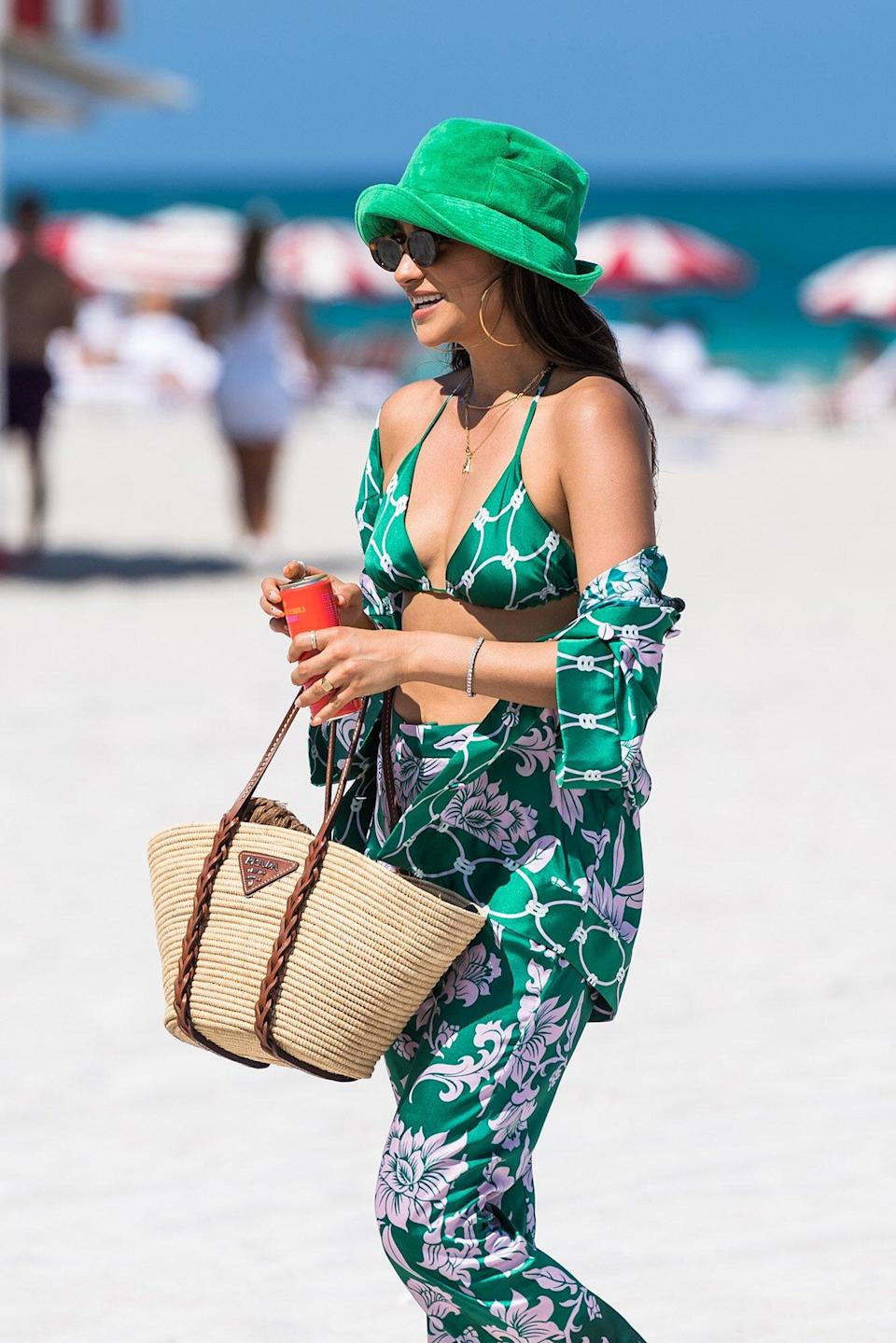 Stylists Plan the Perfect Vacation Outfit
