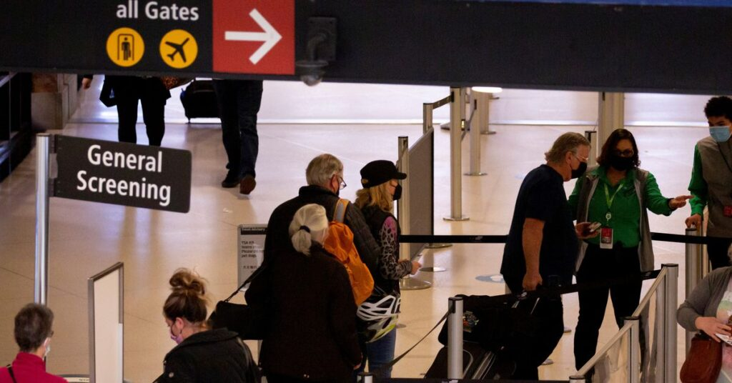 U.S. industry groups, lawmakers press White House to lift travel restrictions