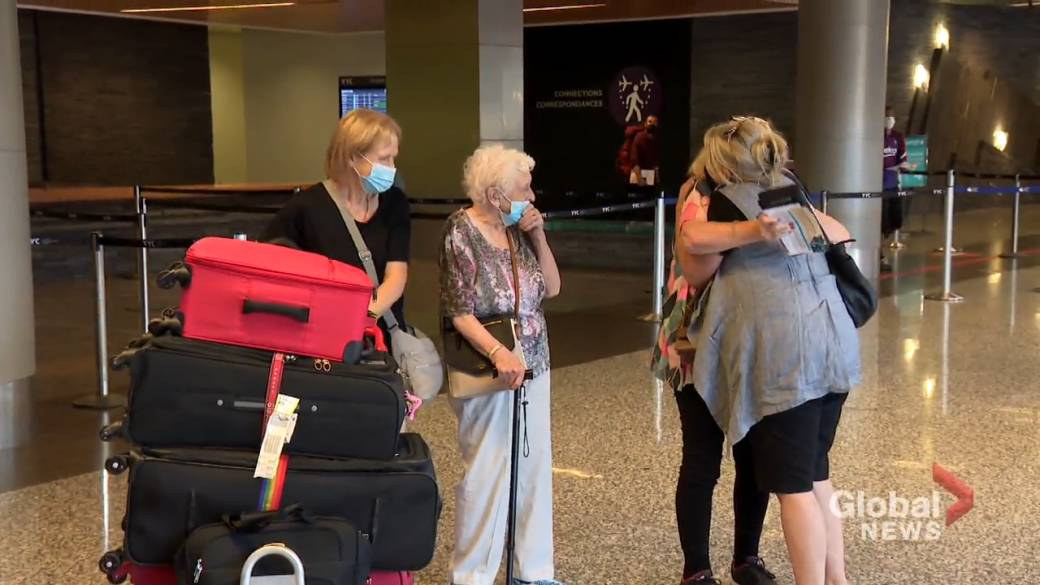 Click to play video: 'Passengers, tourism operators in Calgary welcome 'fantastic' easing of COVID-19 quarantine rules'